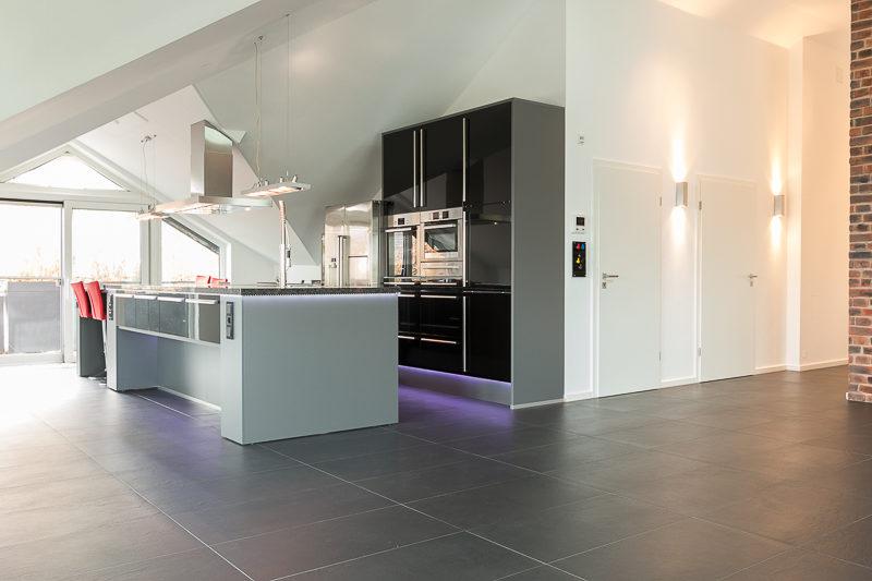 Beeindruckende Dachgeschosswohnung Mit Exklusiver Ausstattung, Dachterrasse  Und 3 TG Stellplätzen